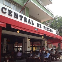 Photo taken at Central de Pizzas by Rafael A. on 4/18/2012