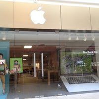 Photo taken at Apple Store, Freehold Raceway Mall by Richard Z. on 8/29/2012