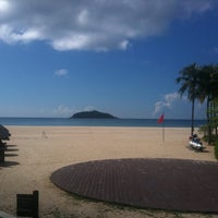 Photo taken at Le Méridien Shimei Bay Beach Resort & Spa by Ioana N. on 9/13/2012