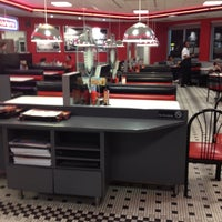 Photo taken at Steak 'n Shake by Yaha M. on 3/7/2012