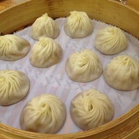 Photo taken at Din Tai Fung 鼎泰豐 by Didi D. on 7/28/2012