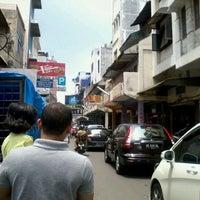 Photo taken at Jalan Palangkaraya by umminya a. on 5/1/2012