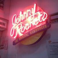 Foto tomada en Johnny Rockets por Viri G. el 9/10/2012