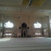Photo taken at Masjid Telipot (مسجد تليڤوت) by Nik A. on 6/15/2012