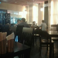 Photo taken at Kuchi Japanese Restaurant by Jin L. on 8/5/2012
