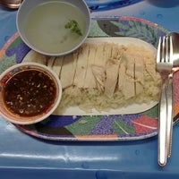 Photo taken at ข้าวมันไก่ จิวแป๊ะทง by Patty T. on 7/21/2012