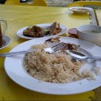 Photo taken at Kedai Makan Nasi Ayam Buyong by Adlee A. on 9/6/2012