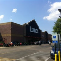 Photo taken at Lowe's Home Improvement by Wesley S. on 5/6/2012