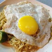 Photo taken at Original Kayu Nasi Kandar Restaurant by vonzie on 8/14/2012