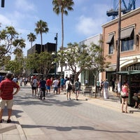 Photo taken at Third Street Promenade by Alexandra Aranovich on 7/30/2012