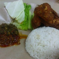 Photo taken at Ayam Lepaas by V A. on 9/11/2012
