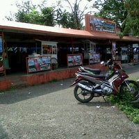 Photo taken at Es kacang merah stadion pahoman by Lucky R. on 8/26/2012