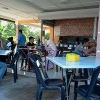 Photo taken at Kedai Nasi Kerabu Kak Wan by Pria M. on 3/6/2012