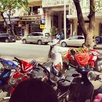 Photo taken at Phúc Long Coffee & Tea Express Mac Thi Buoi by 🐷Heo Lười🐷 on 6/8/2012