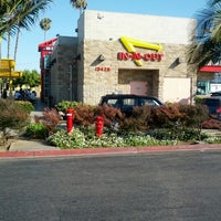 Photo taken at In-N-Out Burger by Paul R. on 7/27/2012