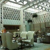Photo taken at Hotel Mandarin Oriental by Vanessa C. on 4/1/2012