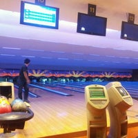 Photo taken at Lanna Bowling - Chiang Mai by สุดทางรัก.. on 4/30/2012