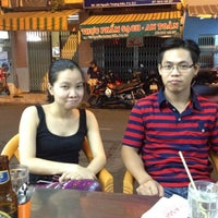 Photo taken at Quán Nhậu A Sòi by Thuy on 5/12/2012