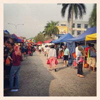 Photo taken at Pasar Malam TTDI by Mrmaman R. on 6/24/2012