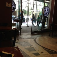 Photo taken at The Coffee Bean & Tea Leaf by Blushing L. on 6/7/2012
