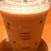 Photo taken at Tully's Coffee 横浜相鉄ジョイナス店 by 106s16 on 8/4/2012