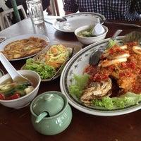 Photo taken at Tomyam Jalan Larut by Penny on 3/27/2012