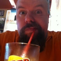 Photo taken at Red Robin Gourmet Burgers by Cris R. on 8/12/2012