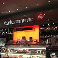 Photo taken at Espressamente illy by youp H. on 5/1/2012