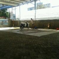 Photo taken at Bengkel Catur Putraharmonis (Ex. Mahaputra) by Rivai B. on 7/4/2012