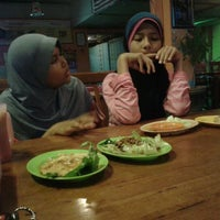 Photo taken at Anna IF Tomyam Seafood by Mohd Y. on 3/21/2012