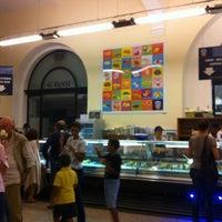 Photo taken at Palazzo del Freddo di Giovanni Fassi by Miho on 9/7/2012