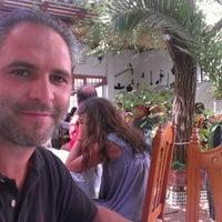 Photo taken at Restaurante Blanco y verde by Pedro T. on 8/26/2012
