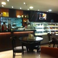 Photo taken at Café Feito a Grão by Paola P. on 8/29/2012