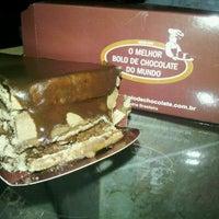 Photo taken at O Melhor Bolo de Chocolate do Mundo by Felipe on 7/12/2012