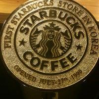 Photo taken at Starbucks by Lee j. on 4/14/2012