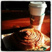 Photo taken at Starbucks by Giuliana Z. on 8/28/2012
