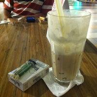Photo taken at Dante Coffee by W   E   N   L   Y ™ on 7/24/2012