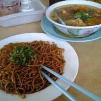 Photo taken at Tung Fong Sea Food Restaurant by micheyz j. on 2/18/2012