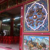 Photo taken at วัดถาวรวราราม (วัดญวน) Wat Thavornwararam by lukemoo m. on 5/26/2012