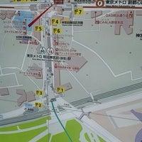 Photo taken at Meiji-jingumae 'Harajuku' Station by しょうた on 6/13/2012