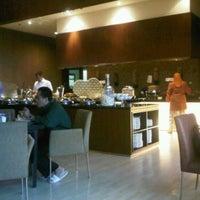 Photo taken at Square restaurant, novotel Balikpapan by Andhika Eky S. on 2/15/2012