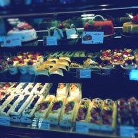 Photo taken at 85°C Bakery Cafe by Anna R. on 5/4/2012