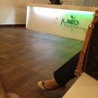 Photo taken at Juice Factory (Burj Baitak) by عزوز on 5/18/2012