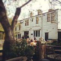 Photo taken at The Spaniards Inn by Machedavvero ?. on 4/22/2012