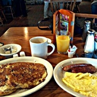 Photo taken at Cracker Barrel Old Country Store by Kerry T. on 8/15/2012