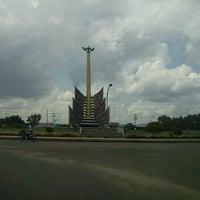 Photo taken at Bundaran Kuala Kapuas by ♛ Azis Backpacker ♛ I. on 2/9/2012