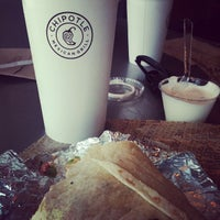 Photo taken at Chipotle Mexican Grill by Mar M. on 8/24/2012