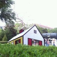 Photo taken at National Gallery of Art - Sculpture Garden by Nasha S. on 5/12/2012