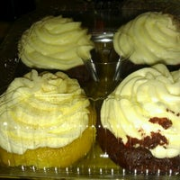 Photo taken at Jarets Stuffed Cupcakes by Mae A. on 8/31/2012