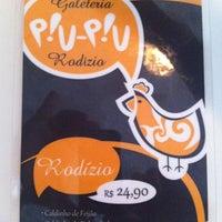 Photo taken at Piu-Piu Galeteria e Rodízio by Arthur G. on 3/16/2012